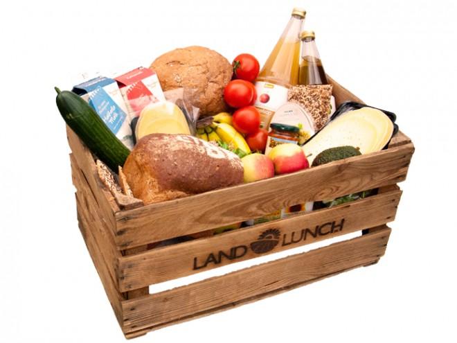 gevulde krat met lunchproducten van LandLunch.